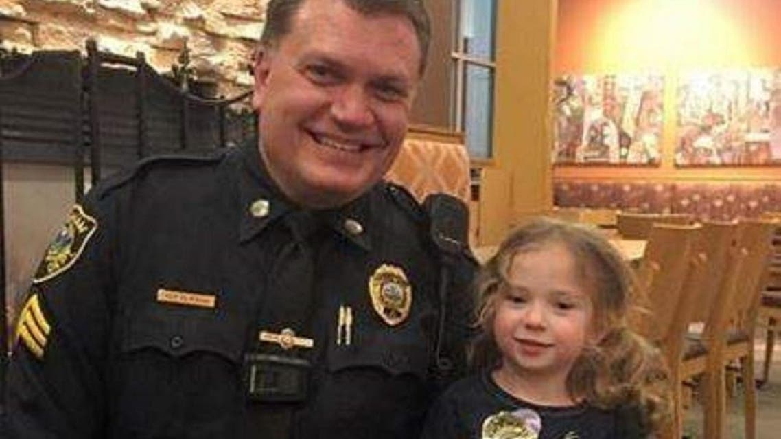 4-year-old  Lillian with Sgt. Steven Dearth after joining him during dinner at Panera Bread restaurant in Massachusetts.  (Fecebook)