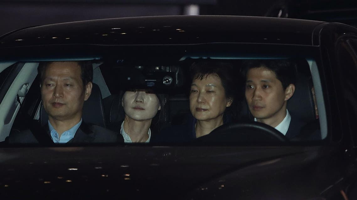 Ousted South Korean President Park Geun-hye (C) leaves after a hearing at the Seoul Central District Court on March 30, 2017. South Korea's ousted president Park Geun-Hye was grilled for nearly nine hours in court on March 30 as a judge deliberated whether she should be arrested over the corruption and abuse of power scandal that brought her down.
