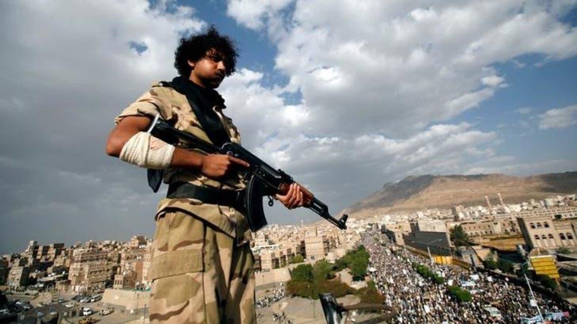 عنصر حوثي فوق بناية في صنعاء 3 مارس  - رويترز