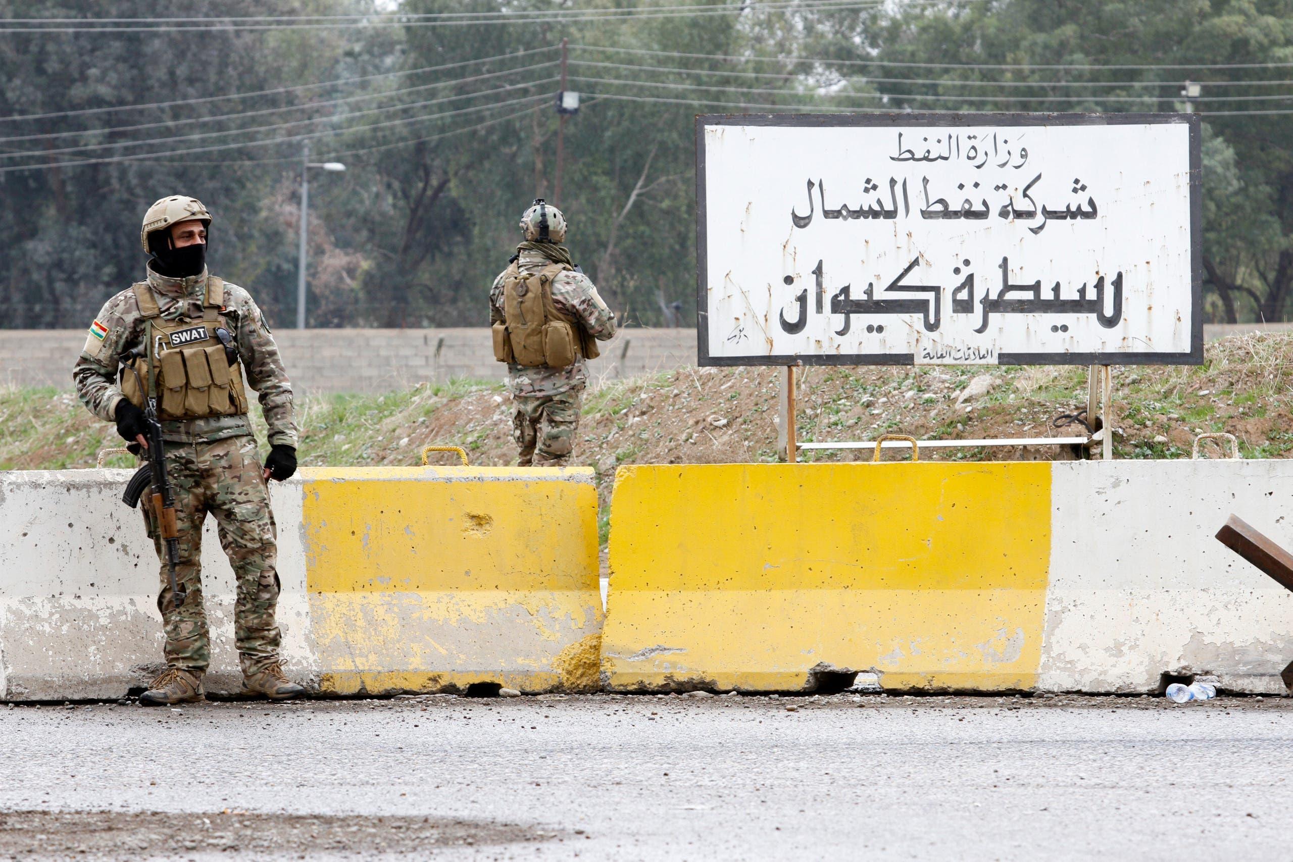 قوات كردية على باب منشأة نفطية في كركوك