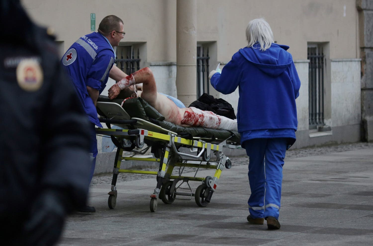 An injured person is helped by emergency services outside Sennaya Ploshchad metro station, following explosions in two train carriages at metro stations in St. Petersburg, Russia April 3, 2017 (Photo: Reuters/Anton Vaganov)