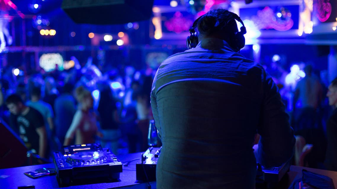 DJ shutterstock