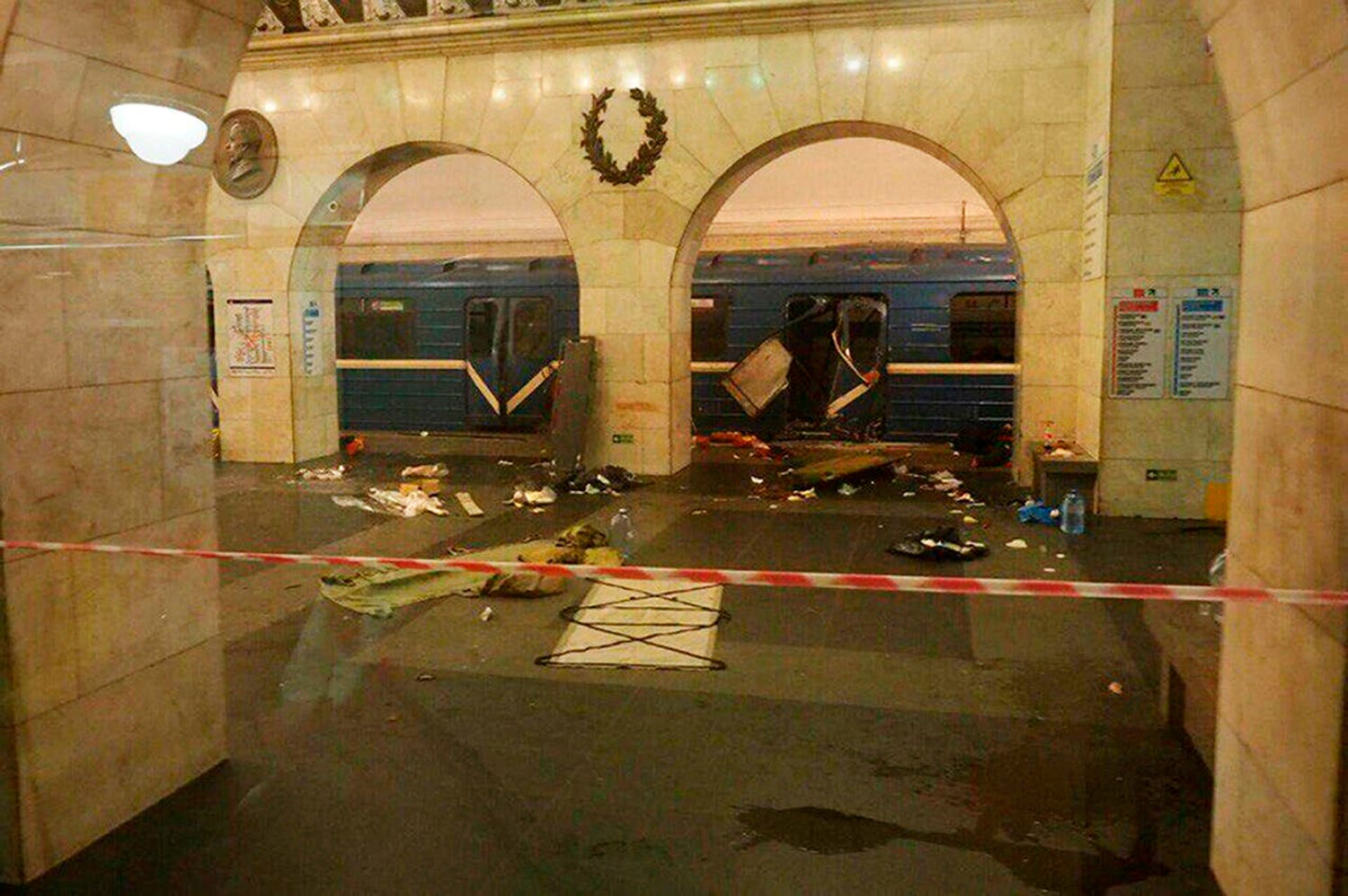 A subway train hit by an explosion stays at the Tekhnologichesky Institut subway station in St.Petersburg, Russia, Monday, April 3, 2017 (Photo: AP/www.vk.com/spb_today via AP)