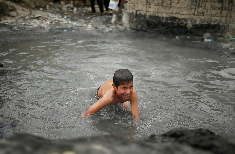 An Iraqi boy bathes at a sulfur pond at Hammam al-Alil city south of Mosul, Iraq April 3, 2017. Picture taken April 3, 2017 (Photo: Reuters/Suhaib Salem)