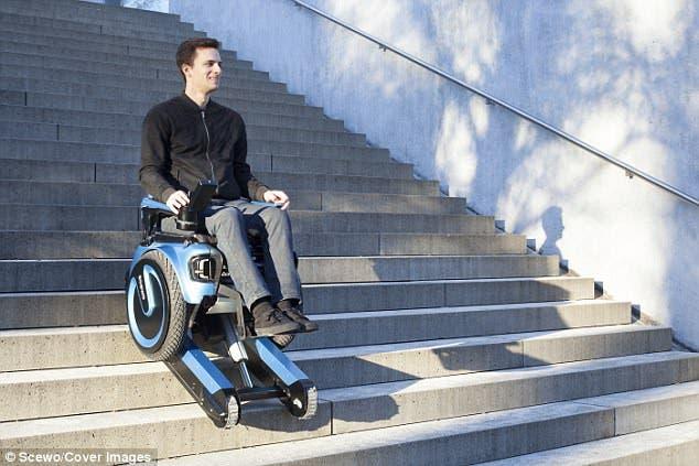 بالفيديو كرسيّ متحرك عجيب ينجز أصعب المهام
