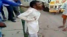 شاهد.. هندوس يضربون مسلماً حتى الموت دفاعاً عن البقر
