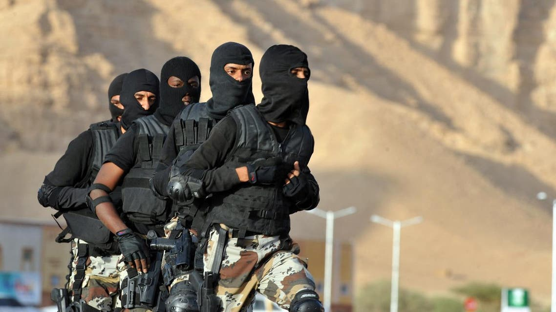 Saudi Special Forces members of an anti-terror unit take part in an exercise on March 22, 2011 in the Dorma region, 100 kms west of Riyadh. (AFP)