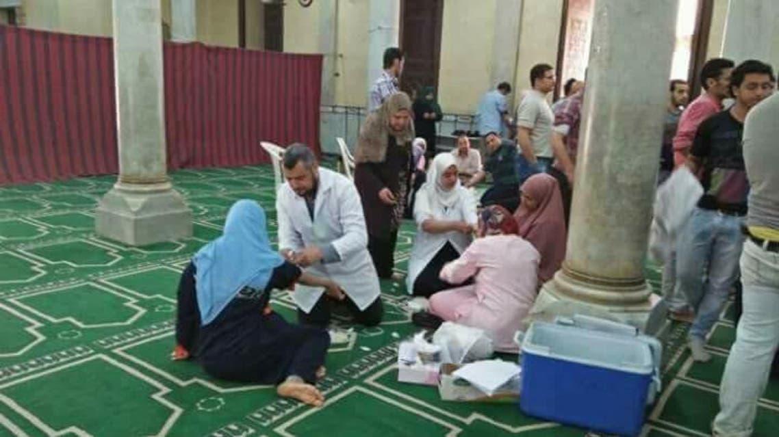 بالصور.. مسلمون يتبرعون بالدم لمصابي تفجير كنيسة طنطا