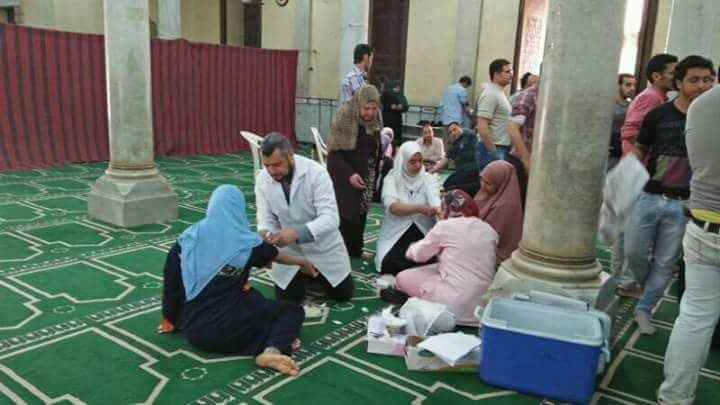 Muslim Egyptians donate blood for church blast victims