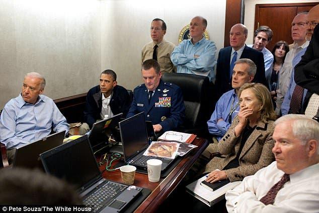 أوباما وفريقه أثناء تصفية أسامة بن لادن