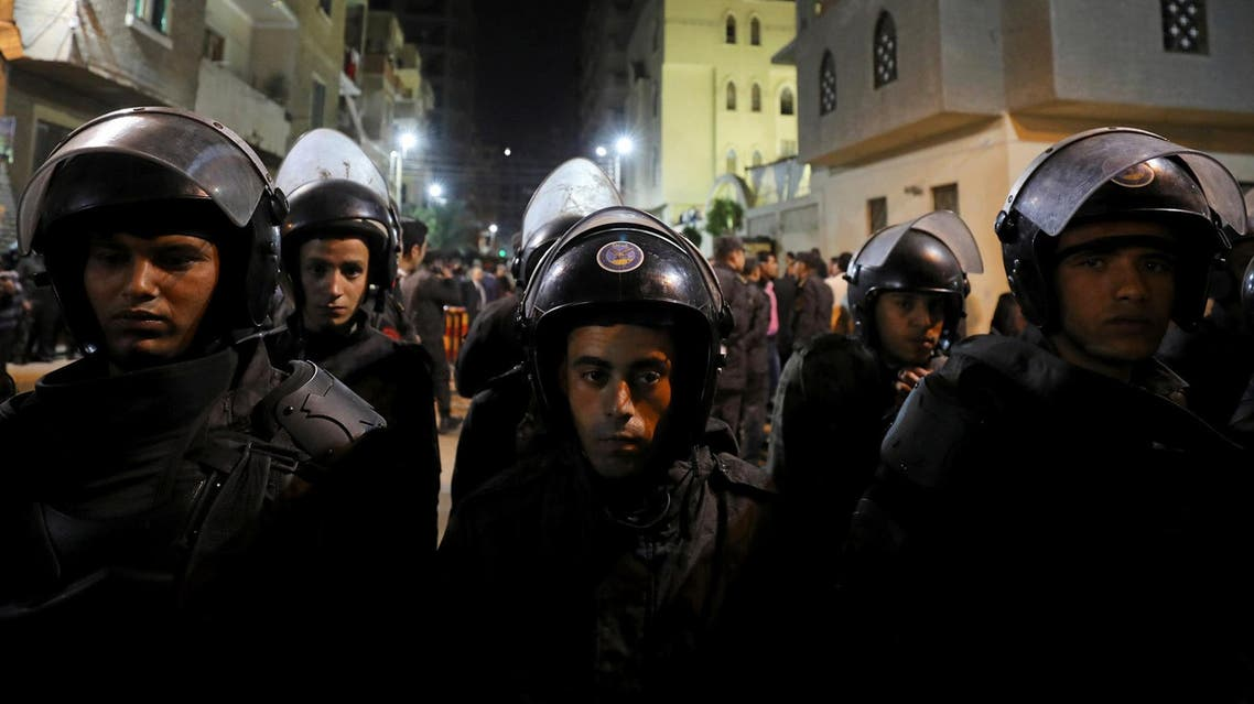 Riot police cordon the Coptic church that was bombed on Sunday in Tanta, Egypt April 9, 2017. Picture taken April 9, 2017. (Reuters)