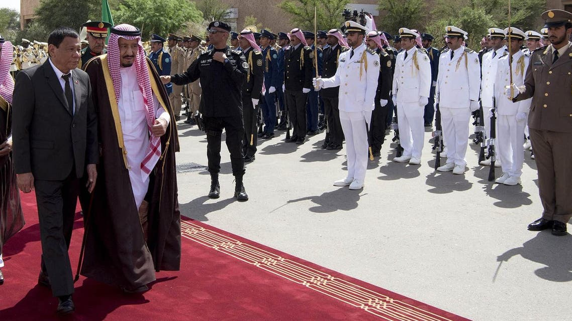 King Salman and President Duterte reviewing the honor guards in Riyadh on April 11, 2017. (AFP)