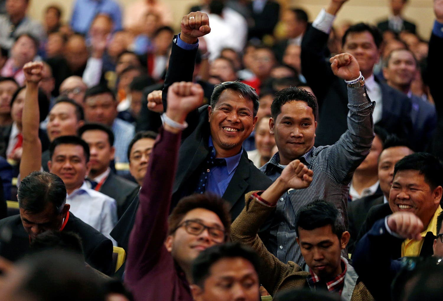 Members of the Filipino community attend a meeting with Philippine President Rodrigo Duterte in Riyadh on April 12, 2017. (Reuters)