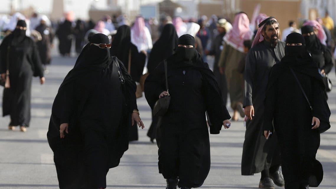 Saudi women arrive to attend Janadriyah Culture Festival on the outskirts of Riyadh, Saudi Arabia February 8, 2016. reutetrs