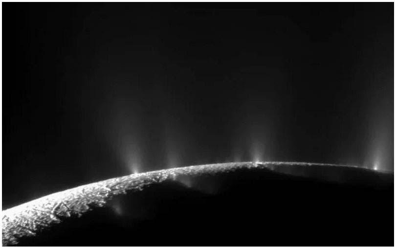 هيدروجين متصاعد من محيط على القمر التابع لزحل يدعم احتمال وجود حياة