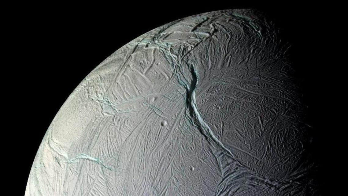 """هل يحتوي القمر """"إنسيلادوس"""" القريب من كوكب زحل على حياة؟"""