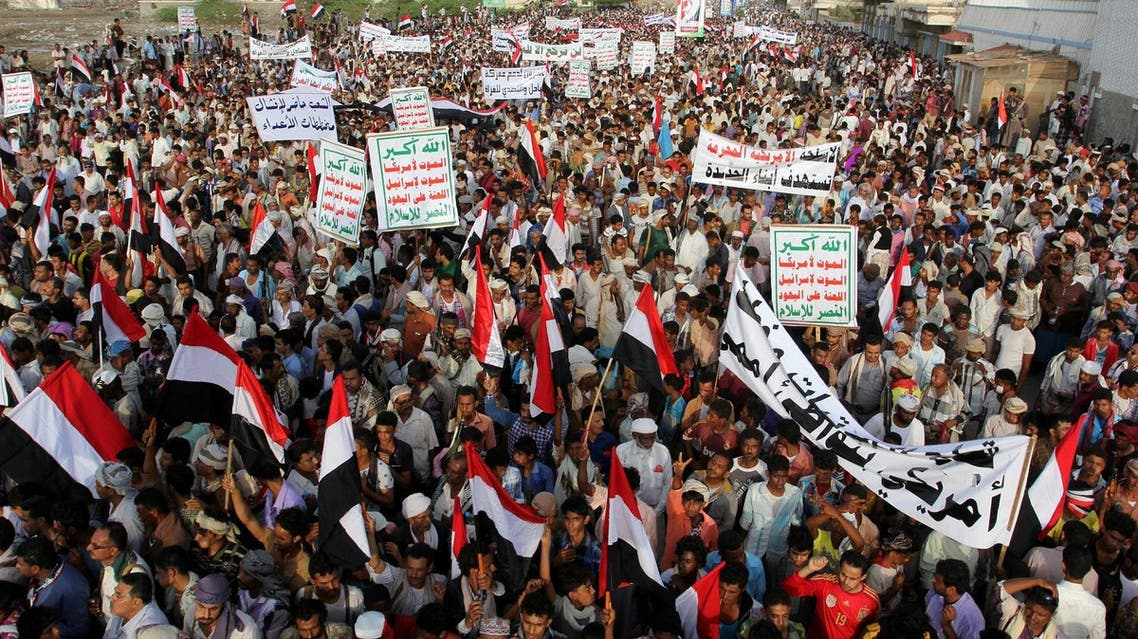People attend a rally to show support to the Houthi rebels and their allies and also to denounce preparations by the Yemeni government and its Arab allies to launch an assault on the port city according to the organisers, in the Red Sea port city of Hodeidah, Yemen, April 6, 2017. REUTERS/Abduljabbar Zeyad