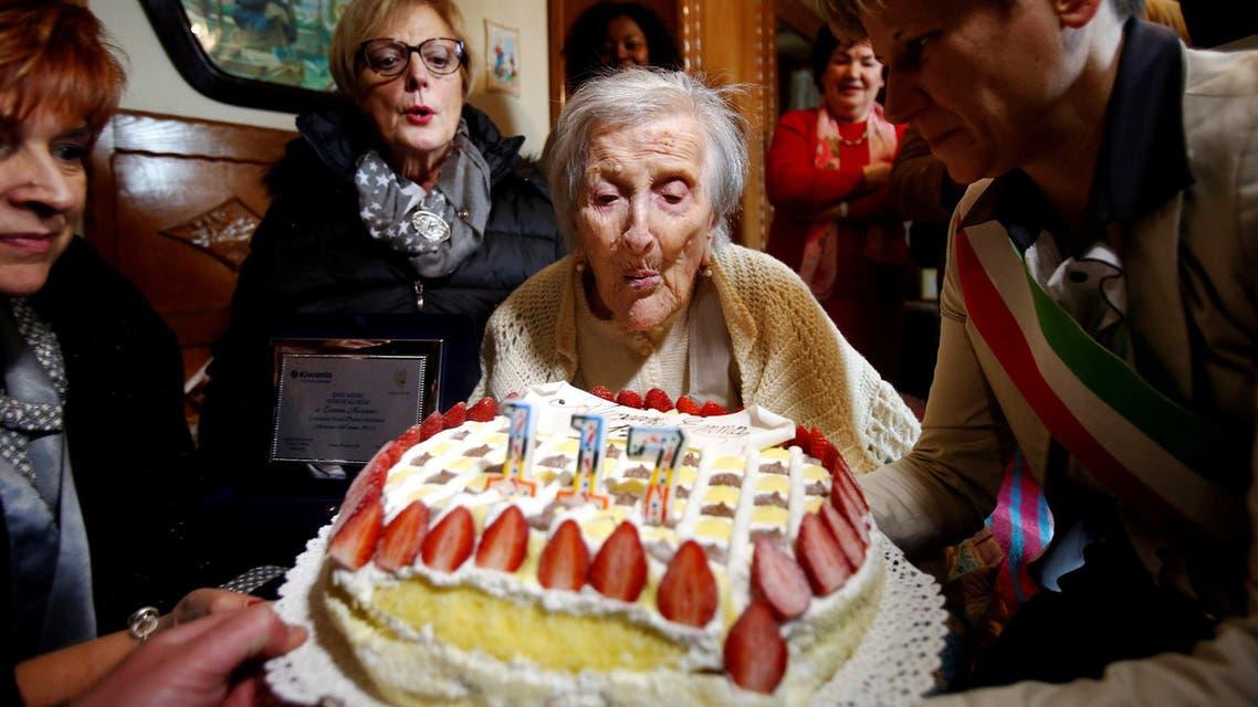 المعمرة الإيطالية إيما خلال الاحتفال بعيد ميلادها الـ117