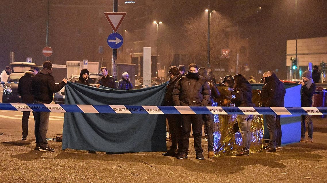 Italian police and forensics experts gather around the body of suspected Berlin truck attacker Anis Amri after he was shot dead in Milan on December 23, 2016 (File Photo: AFP/Daniele Bennati)