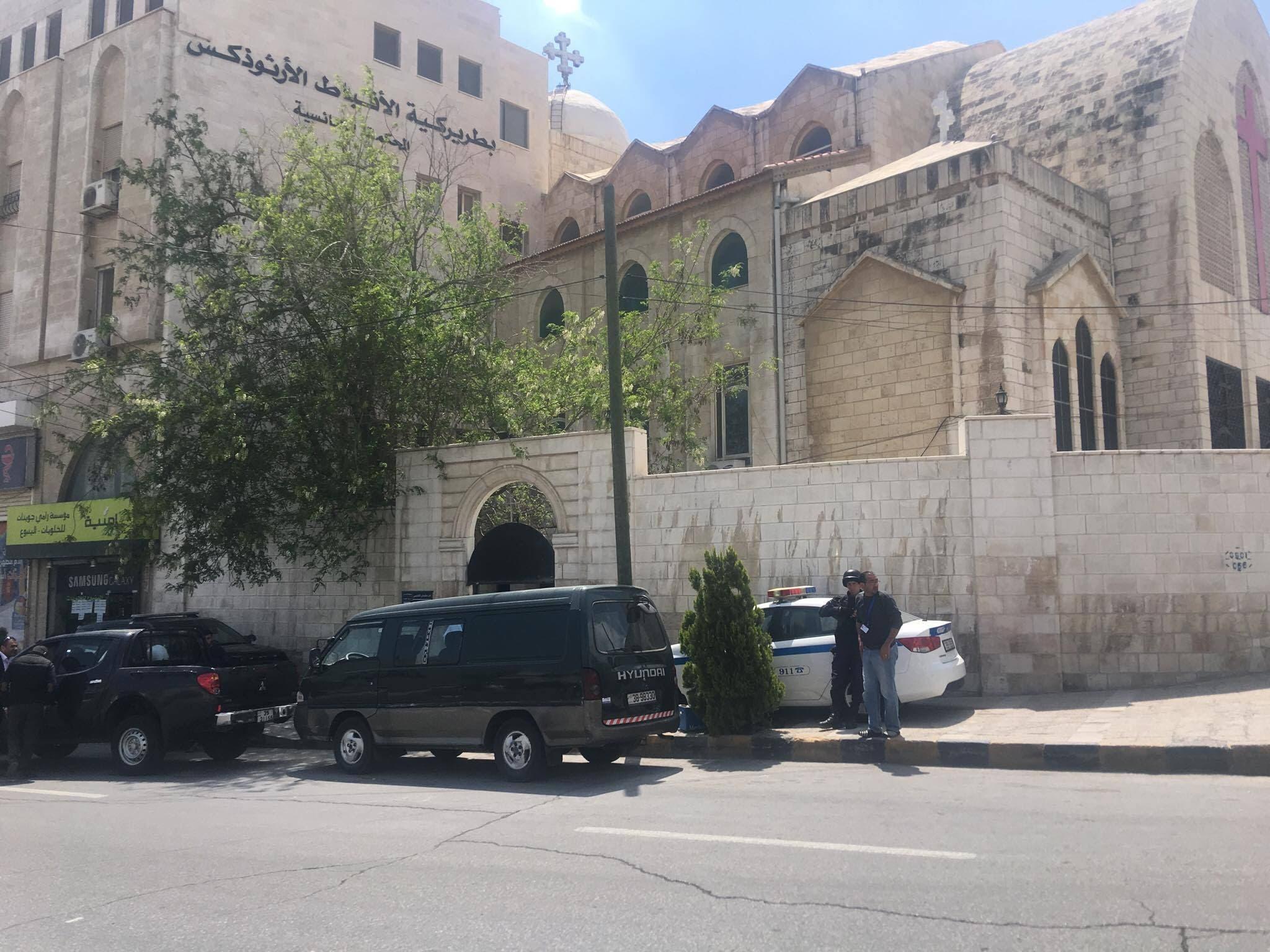 d9e467907 وتقف سيارات مدنية إلى جانب الدوريات الأمنية أمام بعض الكنائس، وهي تعود  للأمن الوقائي والمخابرات، أي عند الكنيسة الواحدة تتواجد ثلاثة أجهزة أمنية  مختلفة ...