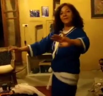 منى ترقص