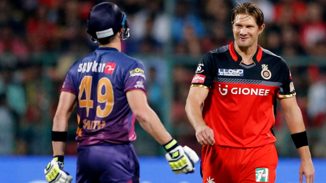 Royal Challengers Bangalore bowler Shane Watson, right, smiles at Rising Pune Supergiants captain Steven Smith, left, after a delivery during their Indian Premier League (IPL) cricket match in Bangalore. (AP)