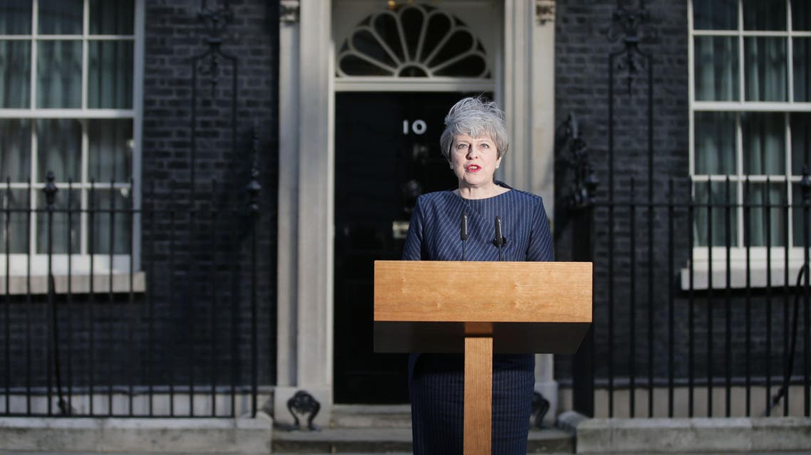 British Prime Minister Theresa May speaks to the media outside 10 Downing Street in central London on April 18, 2017. British Prime Minister Theresa May has called for an early general election تيرزا ماي تدعو إلى إجراء انتخابات مبكرة