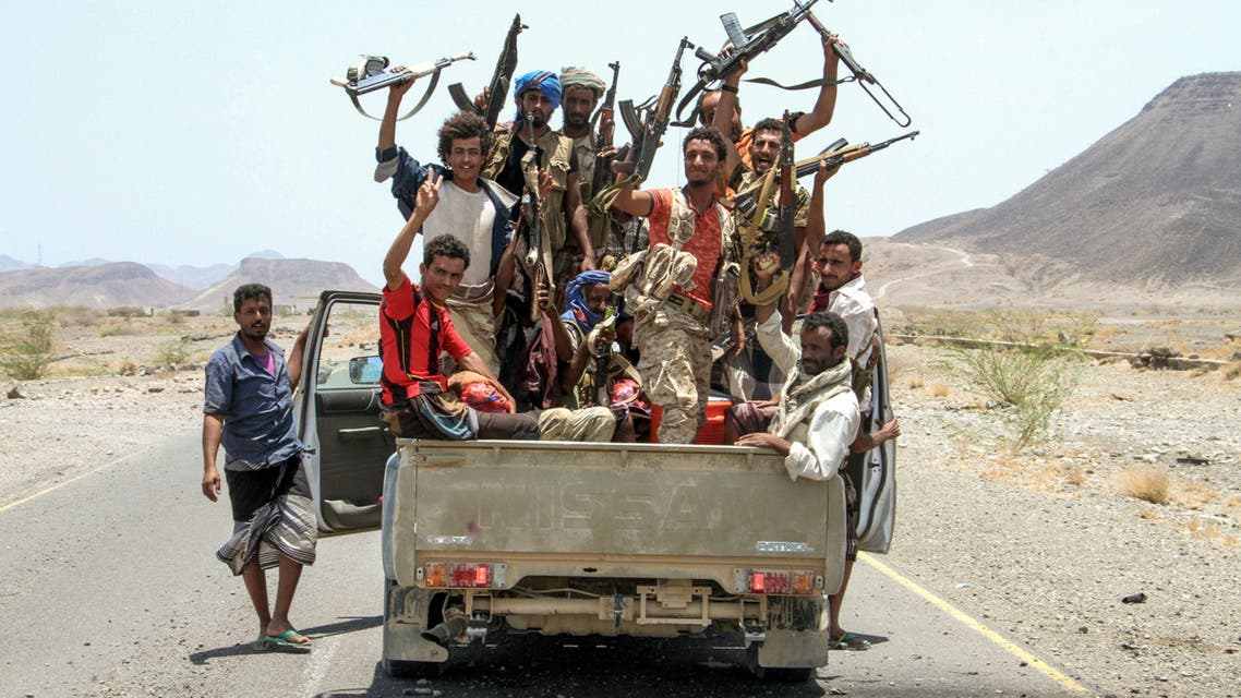 مقاتلون موالون للشرعية في اليمن في الطريق إلى معسكر خالد 15-4-2017