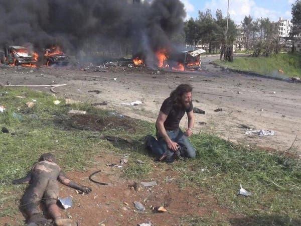 قصة مؤثرة.. مصور وناشط سوري ينهار أمام جثة طفل
