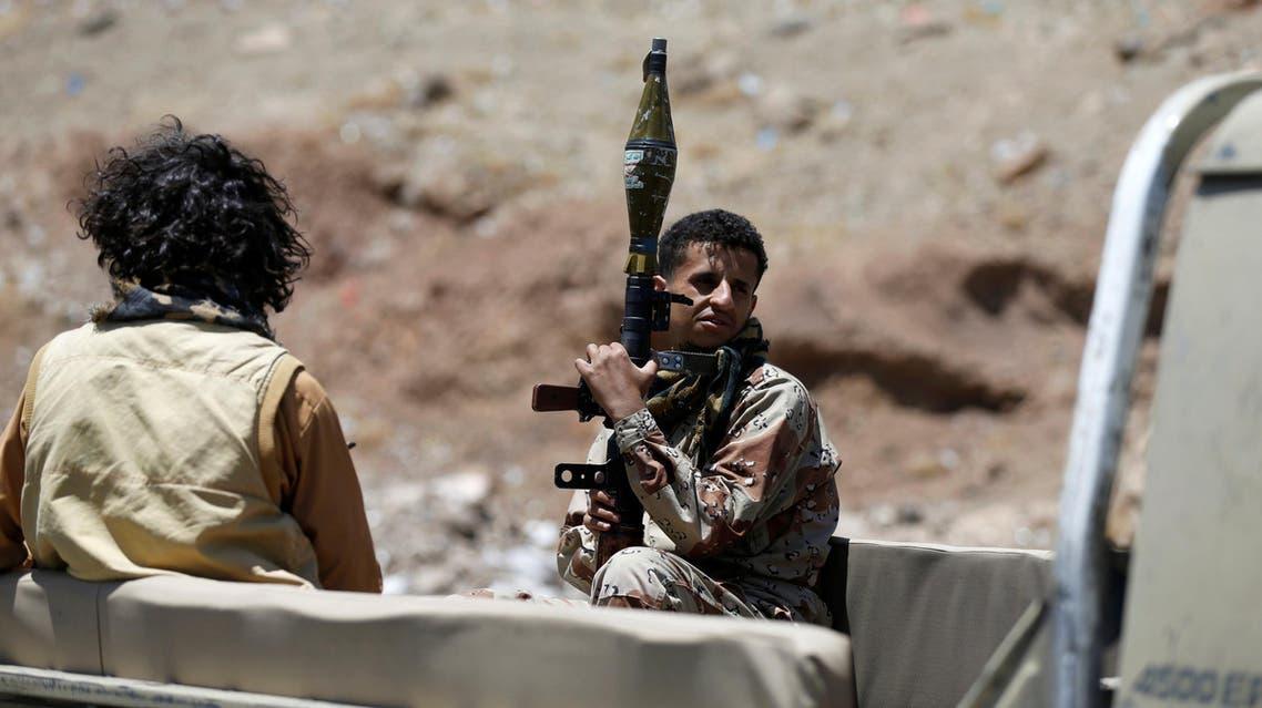 عنصران من ميليشيات الحوثي - اليمن 3