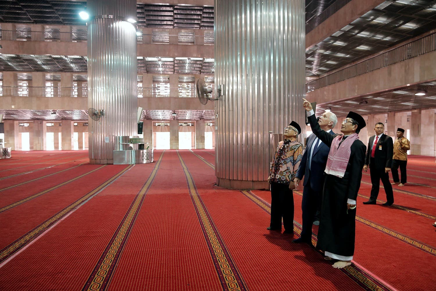 US Vice President Mike Pence tours the Istiqlal Mosque in Jakarta on April 20, 2017. (Reuters)