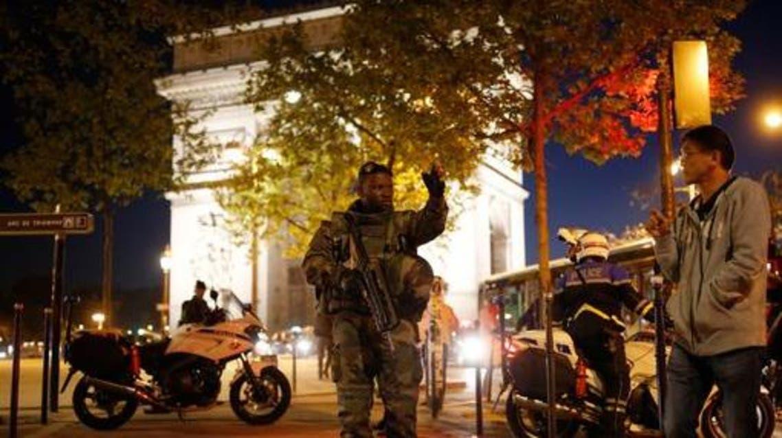 استنفار اجهزة الأمن الفرنسية بعد اطلاق نار في جادة الشانزيليزيه في باريس في فرنسا