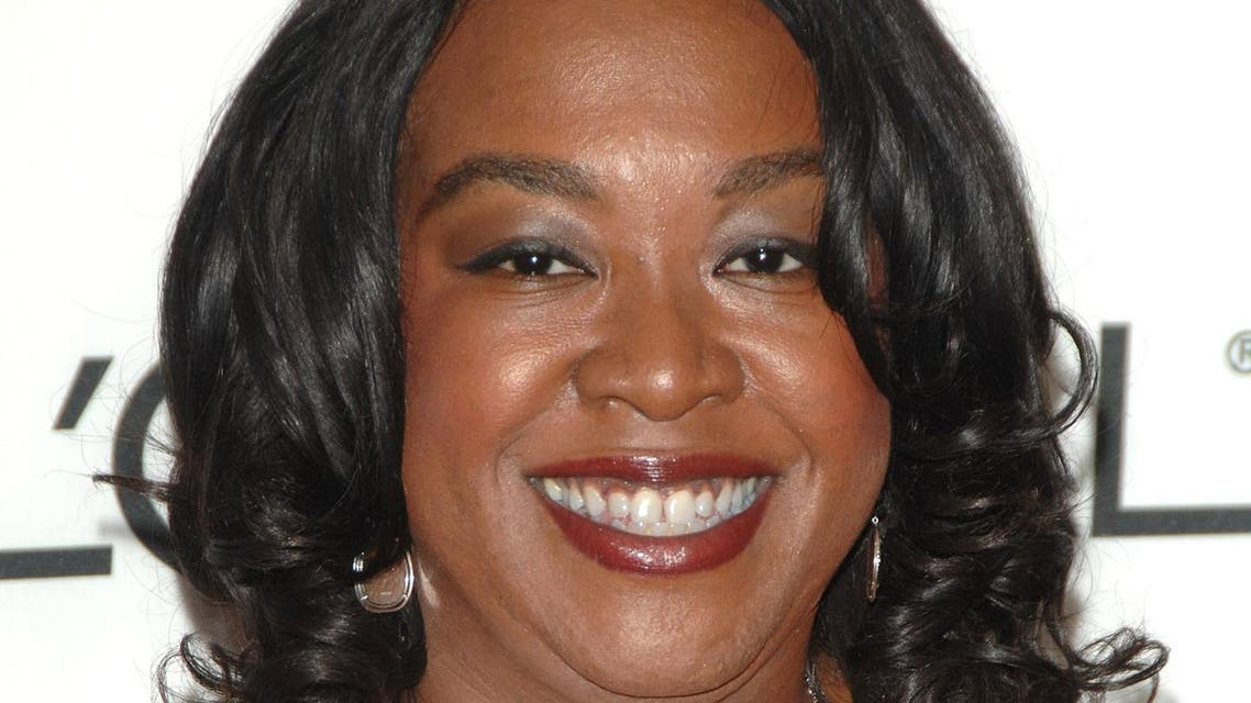 """Award winner Shonda Rhimes arrives at the 2007 Glamour Magazine """"Women of the Year"""" awards at Avery Fisher Hall, Lincoln Center, Monday, Nov. 5, 2007 in New York. (AP)"""