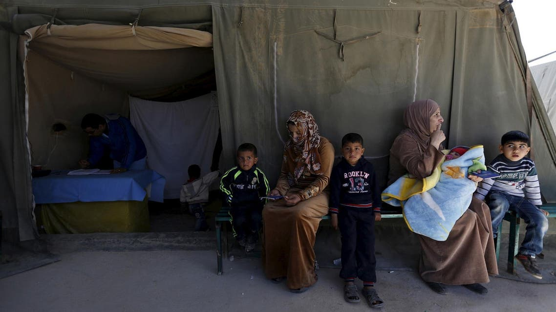 Syrian refugee women with their children wait to receive treatment at children's clinic in a Moroccan field hospital in Al Zaatari refugee camp, March 7, 2016. (File Photo: Reuters)