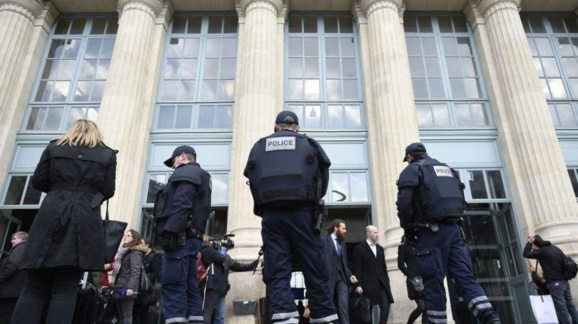 الشرطة الفرنسية بمحيط محطة قطار في باريس فرنسا الارهاب