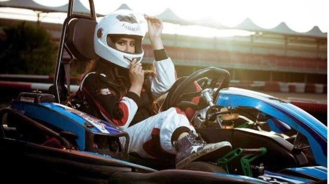 الفنانة ليلى عبد الله تمارس سباق السيارات