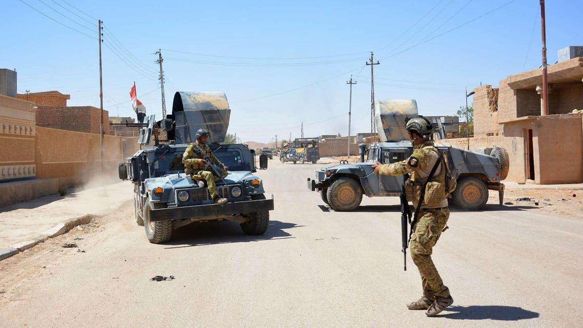Iraqi government forces monitor a street on May 19, 2016 in the western town of Rutba after they recaptured it from the Islamic State (IS) group.