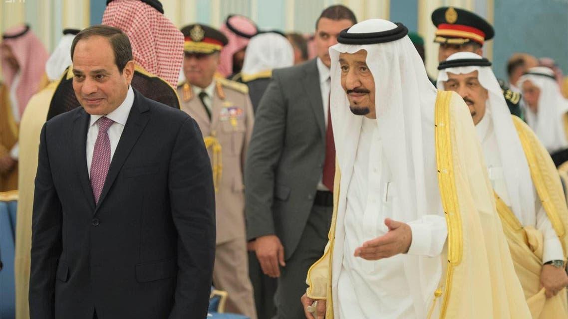 King Salman bin Abdulaziz receives Egyptian President Abdel Fattah al-Sisi in Riyadh on Sunday. (SPA)