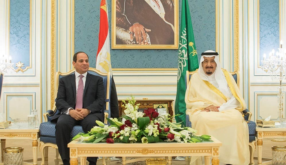 Saudi Arabia's King Salman bin Abdulaziz Al Saud (R) meets with Egypt's President Abdel Fattah al-Sisi in Riyadh, Saudi Arabia April 23, 2017. (Reuters)