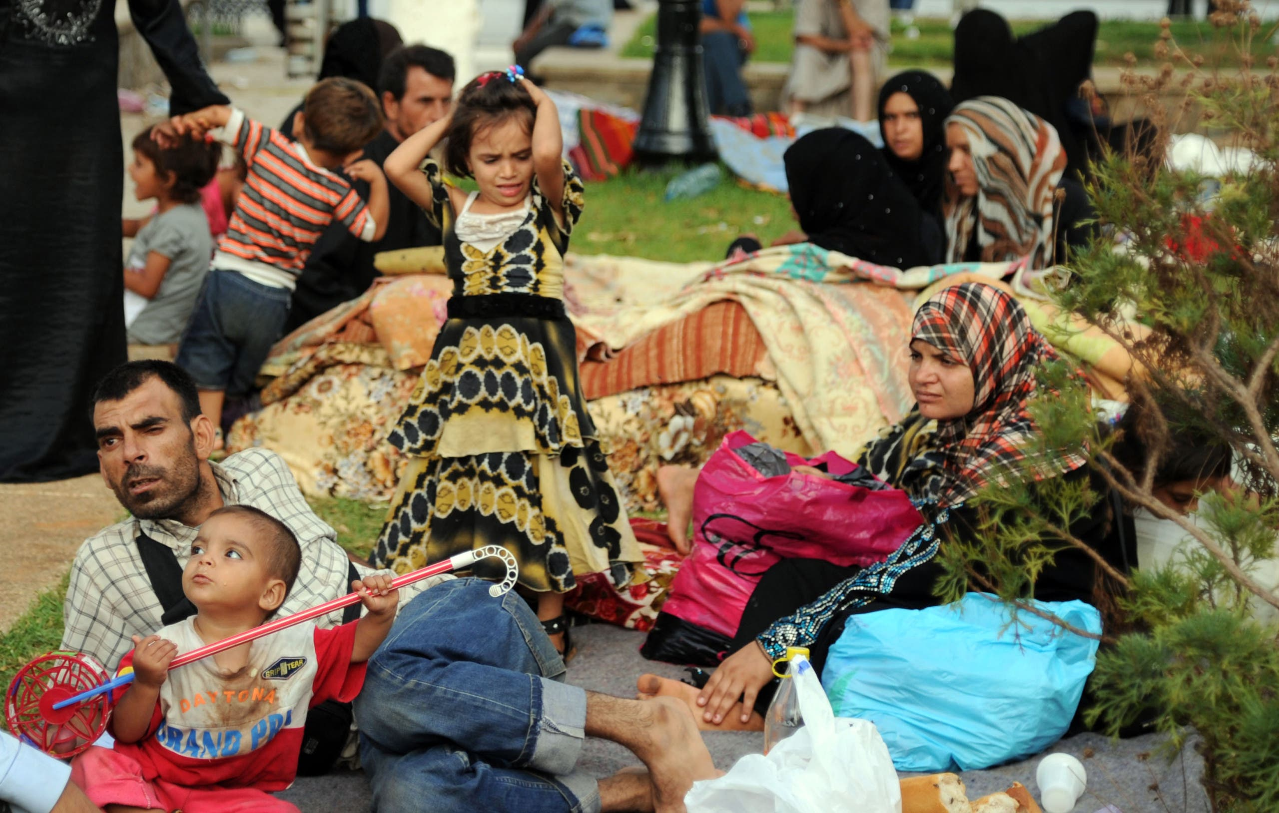 Syrian nationals fleeing the conflict in their home country gather in a garden in Port Said Square in Algiers on July 28, 2012. (File photo: AFP)