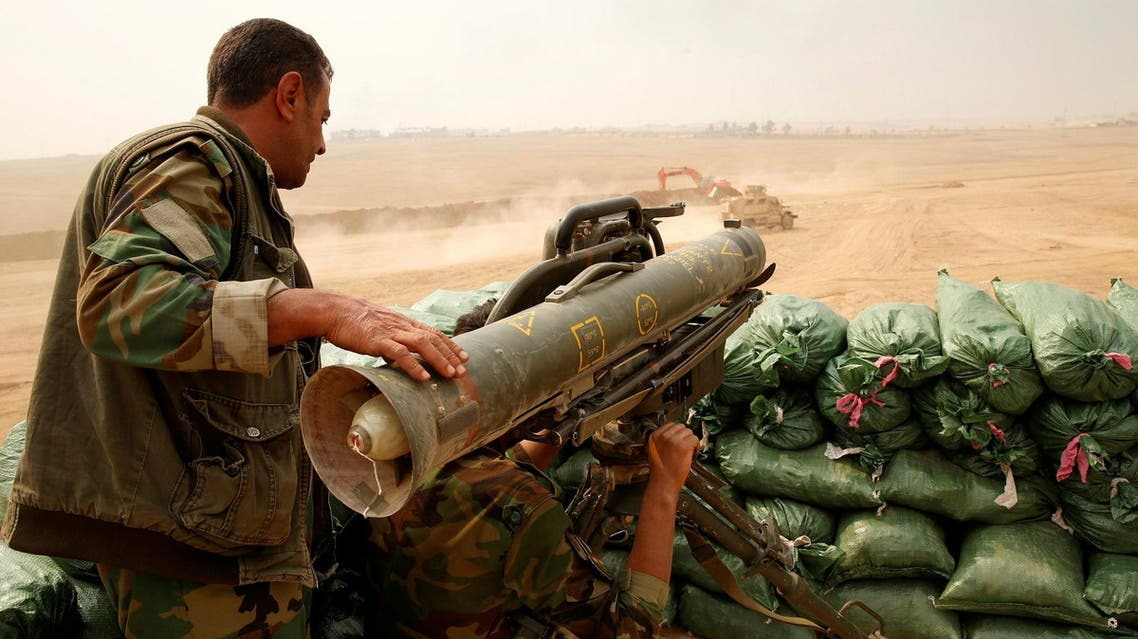 A Kurdish Peshmerga fighter with a Milan anti tank weapon guards against possible Islamic State suicide bomb attacks during a battle with Islamic State militants at Topzawa village, near Bashiqa, near Mosul, Iraq, October 24, 2016. (File Photo: Reuters)