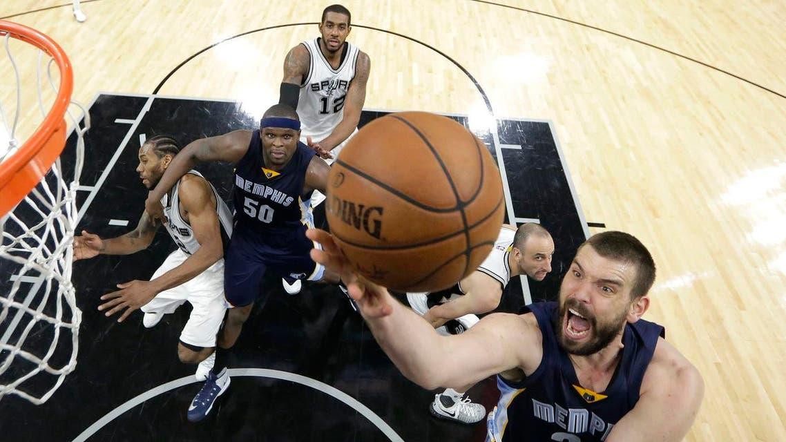 Memphis Grizzlies center Marc Gasol (33) drives to the basket against the San Antonio Spurs (File Photo: AP/Eric Gay)