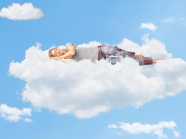 لماذا نرى أحلاماً سعيدة أو كوابيس أثناء النوم؟