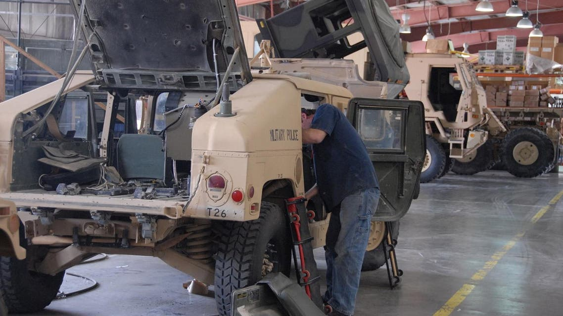 A civilian contractor works on armored vehicles at Camp Arifjan US Military base, 60 km South of Kuwait City (File Photo: AP/Gustavo Ferrari)