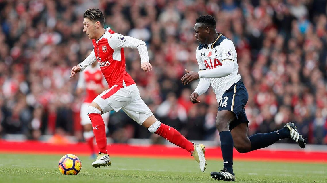 Arsenal's Mesut Ozil, left, is chased by Tottenham's Victor Wanyama during the English Premier League soccer match between Arsenal and Tottenham Hotspur at Emirates stadium in London, Sunday, Nov. 6, 2016. (AP Photo/Kirsty Wigglesworth)