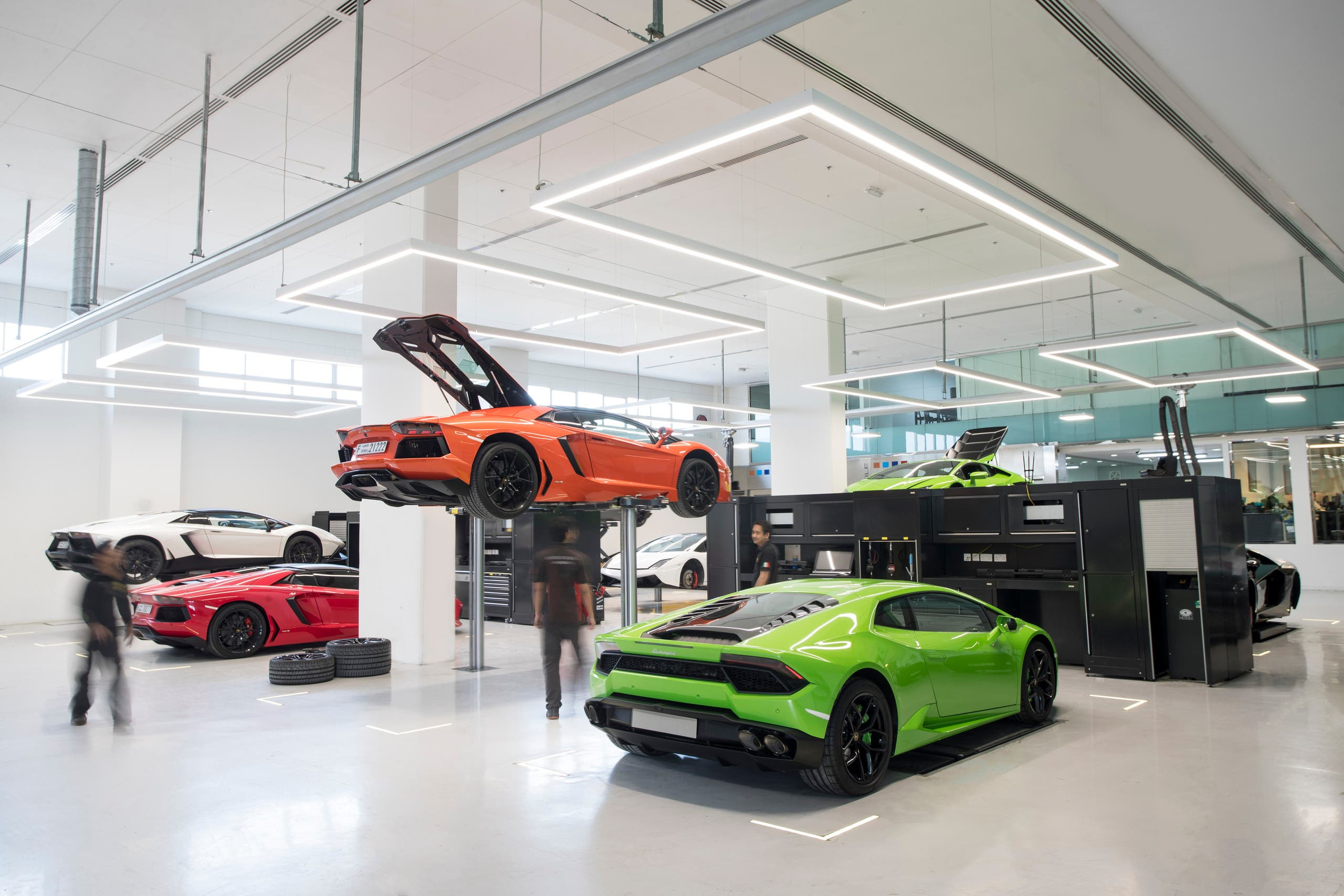 Inside Look At World S Largest Lamborghini Showroom In Dubai Al