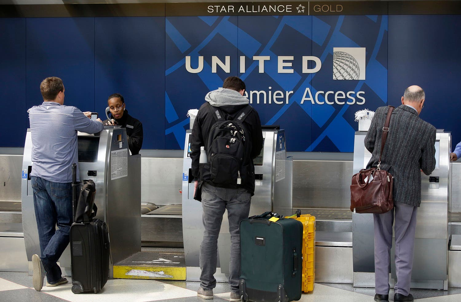 Travelers check-in at the United Airlines Premier Access at O'Hare International Airport on April 12, 2017 in Chicago, Illinois. (AFP)