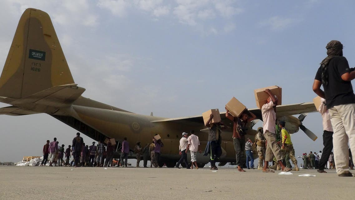 Workers unload aid shipment from a Saudi military cargo plane at the international airport of Yemen's southern port city of Aden July 23, 2015. (Reuters)