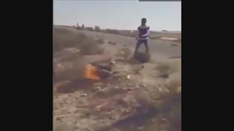 VIDEO: Egyptian tribe burn ISIS militant in Sinai - Al
