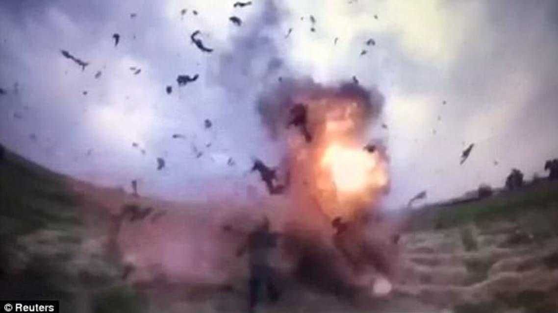 قوة الانفجار دفعت أجساد الضباط العراقيين بقوة